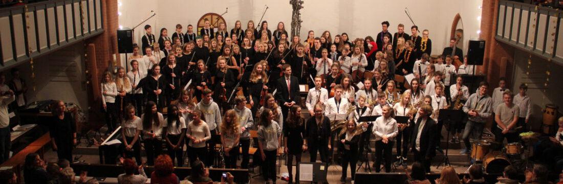 Alle Ensembles des GEO beim Adventskonzert 2019